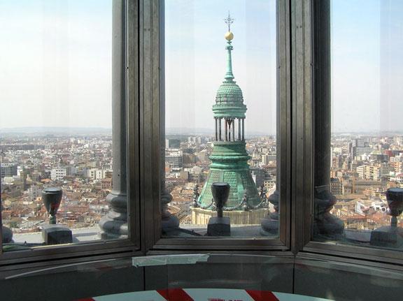 mirador acristalado en lo más alto de la Basílica del Pilar