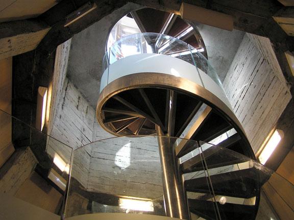 escalera en forma de caracol antes de llegar al mirador superior