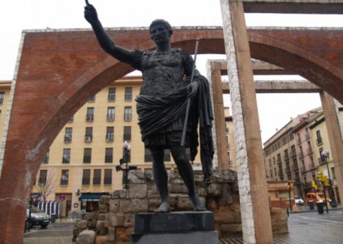 conocer la historia del Monumento de Cesar Augusto