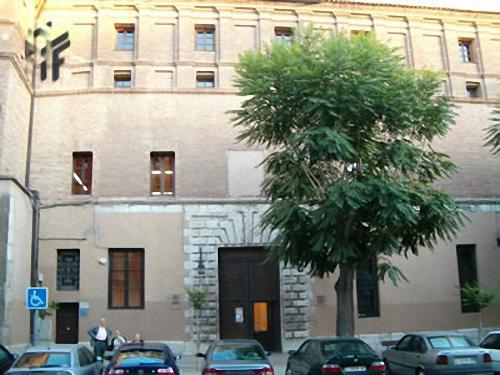 fachada principal del Antiguo Colegio de los Jesuitas en Calatayud